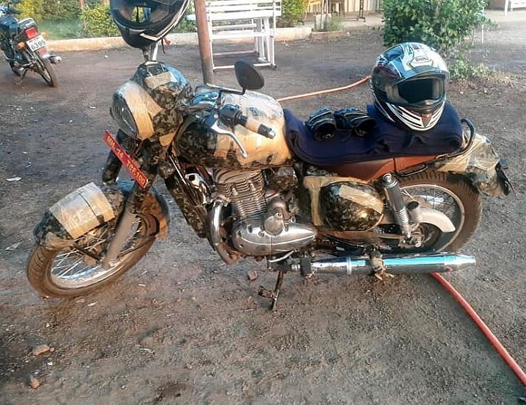 jawa-300-bike-side
